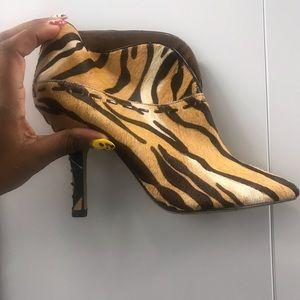 Super cute NINE-WEST short boots